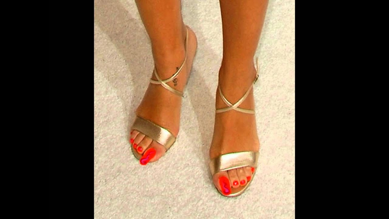 rihanna feet long toenails 4   youtube