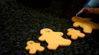 Decorating Gingerbread Families With Royal Icing