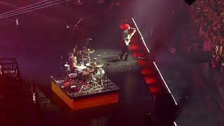 twenty-one-pilots-stressed-out-in-concert-11-10-2018-bandito-tour-la-ca-the-forum