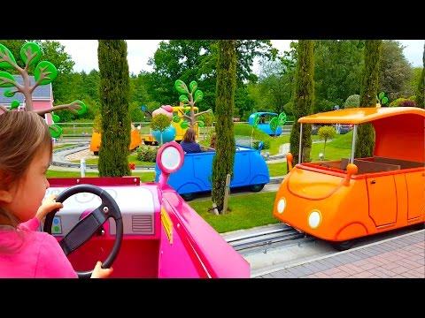 Manejando Daddy Pig Car Ride / Peppa Pig World Park / Peppa Pig  Song / Learn Colours