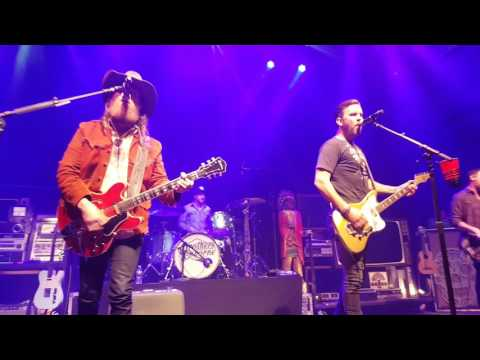 Brothers Osborne covers Dixie Chicks Earl Had to Die