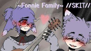 """Bonnie and Fawn sing """"Paparazzi""""💕 //FNAF Fonnie family skit//((GACHA CLUB))"""