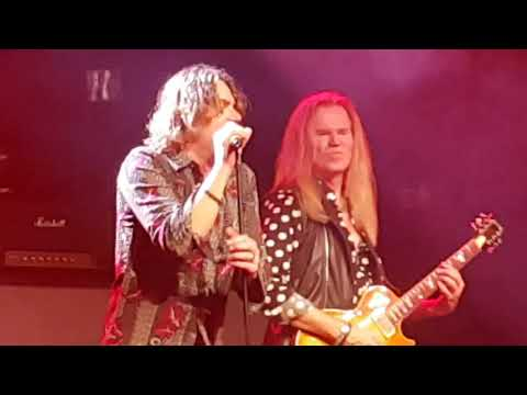 Vandenberg's Moonkings - live 013 - Love runs out