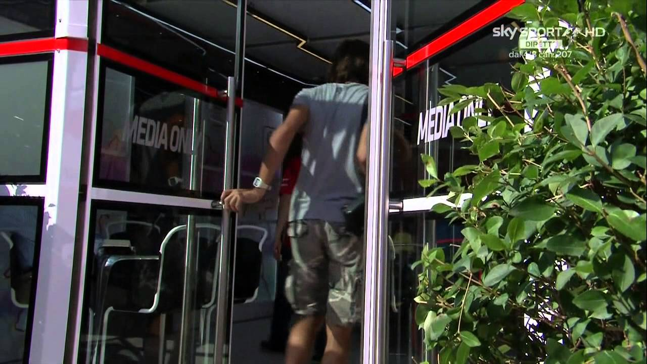 Hungary, Kimi finds money in the paddock - 26/07/2014