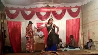 NAUTANKI SURESH GUNDA:- PAPPU DANCER LADKE MUD MUD KE MAARE ANKHIYO SE GOLI