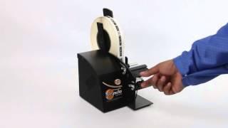 最大幅57mmのロールラベル用のコンパクトサイズの自動ラベル剥離機。シ...