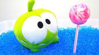 Игры Ам Няма - Ам Ням нашел конфету в бассейне.