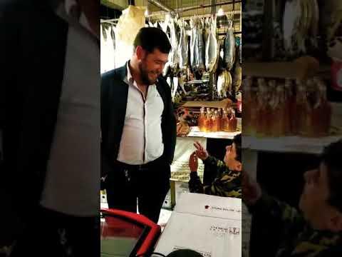Мальчик азербайджанец продаёт лимоны(вот как надо продовать)