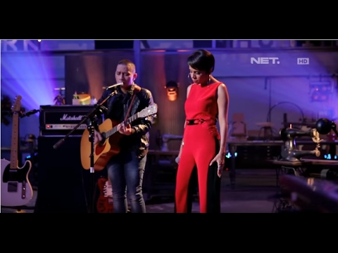 The Rain Feat Nowela - Dengar Bisikku (Live at Music Everywhere) **