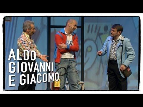 Al museo di arte moderna (1 di 3) - Anplagghed | Aldo Giovanni e Giacomo