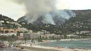 Impressionnant incendie sur les hauteurs de Menton