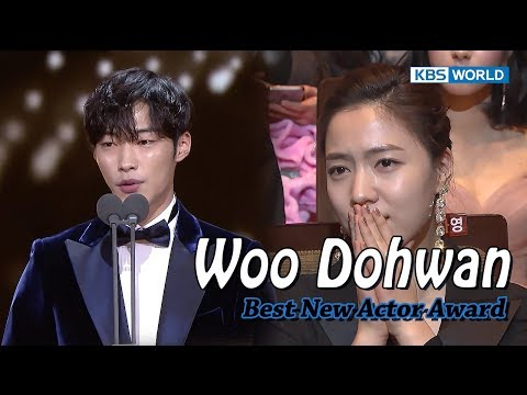 """'Mad Dog' Woo DoHwan wins Best New Actor…""""The trophy is heavy.I'll be a responsible actor."""""""
