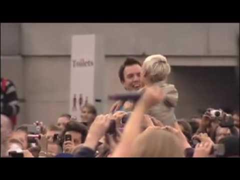 T-Mobile Sing-a-long in Trafalgar Square