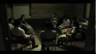【ストーリー】 ある密室に拉致監禁された、見知らぬ男女9名。 暗闇の...