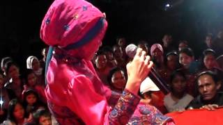 Download lagu Tak Butuh Cinta - Ella Latah