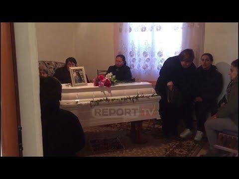 Report TV - U vra nga babai në Greqi, mbërrin në Berat trupi i Anxhelina Petros, hape dyert e mortit