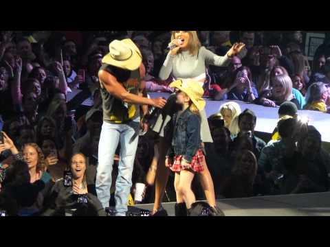 Kenny Chesney & Taylor Swift surprise Nashville crowd with Big Star - 2015