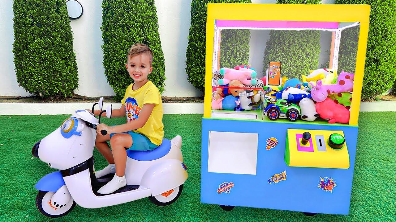 खिलौने बच्चों की कहानी के साथ व्लाद और निकी पंजा मशीन