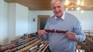 Horst Seehofer zeigt seine Modelleisenbahn