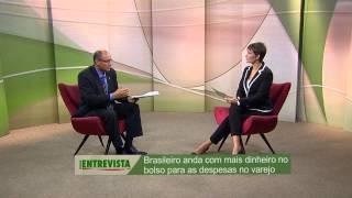 Brasileiro ainda carrega cédulas de dinheiro no bolso