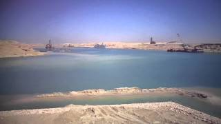 شاهد أول فيديو عائم يدخل قناة السويس الجديدة بالقطاع الاوسط