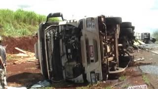 acidente envolveu quatro caminhões em Apucarana