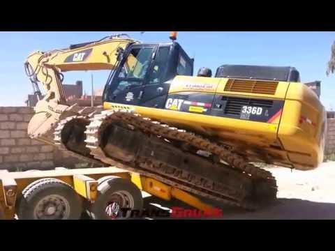Excavadora Hidráulica Caterpillar subiendo a la Camabaja  - Transgruas - Transfar Group