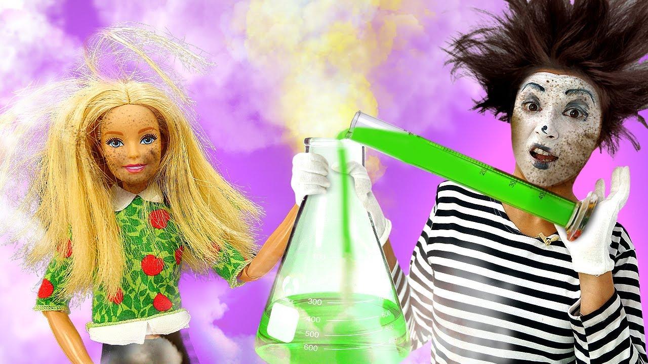 ¡Barbie enseña la clase de química! Vídeo de risa para niños con payasos y juguetes