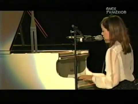 Natalia Lafourcade - Gala Canal 11