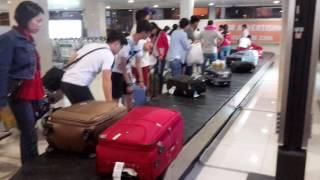 Nhận hành lý sau khi xuống sân bay Tân Sơn Nhất
