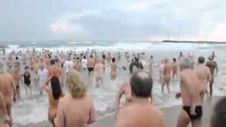 Repeat youtube video Dernier bain de l'année 20010 au Village naturiste du cap d'Agde