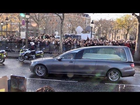Arrivée du cortège et du cercueil de Johnny Hallyday à ses obsèques sur les Champs Elysées