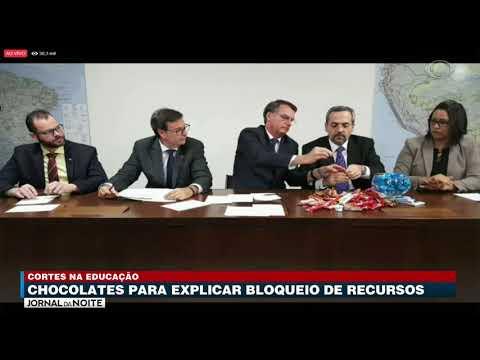 Ministro usa chocolates para explicar bloqueio de recursos