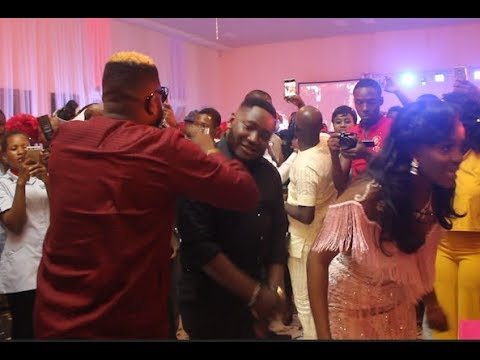 Skales Surprised Ajebo Comedian On His Wedding Ceremony As He Performs For Them