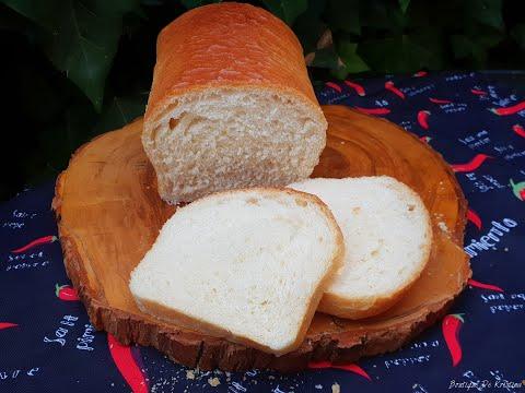 Пухкав френски хляб с дъх на масло