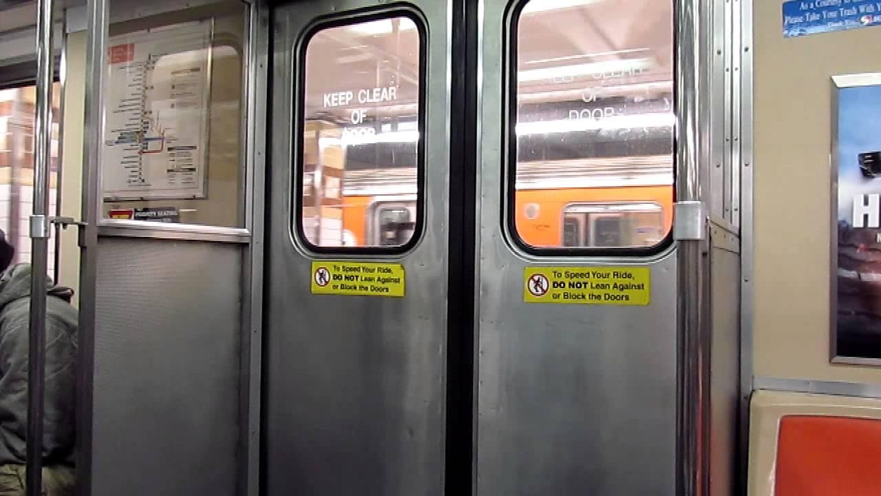 SEPTA Broad St Subway Broken Door at Spring Garden & SEPTA Broad St Subway Broken Door at Spring Garden - YouTube