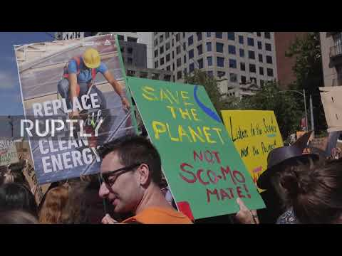 Australia: Thousands of Melbourne students ditch school for climate change protest