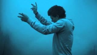 Смотреть клип Kris Menace Ft. Unai - Lone Runner