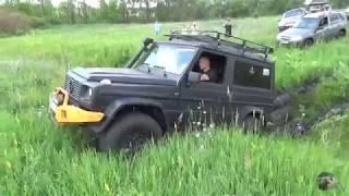 Гелендваген против Нивы по грязи. Контрольным выстрелом УАЗ. (Mercedes Gelandewagen VS Lada Niva)