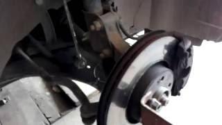 Скрип подвески справа при повороте руля