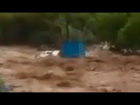 Crecida del río Huallaga arrastra camión en Huaylla Huánuco