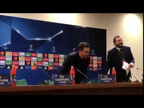 VIDEO - Roma, Di Francesco, applausi all'arrivo in Press Conference