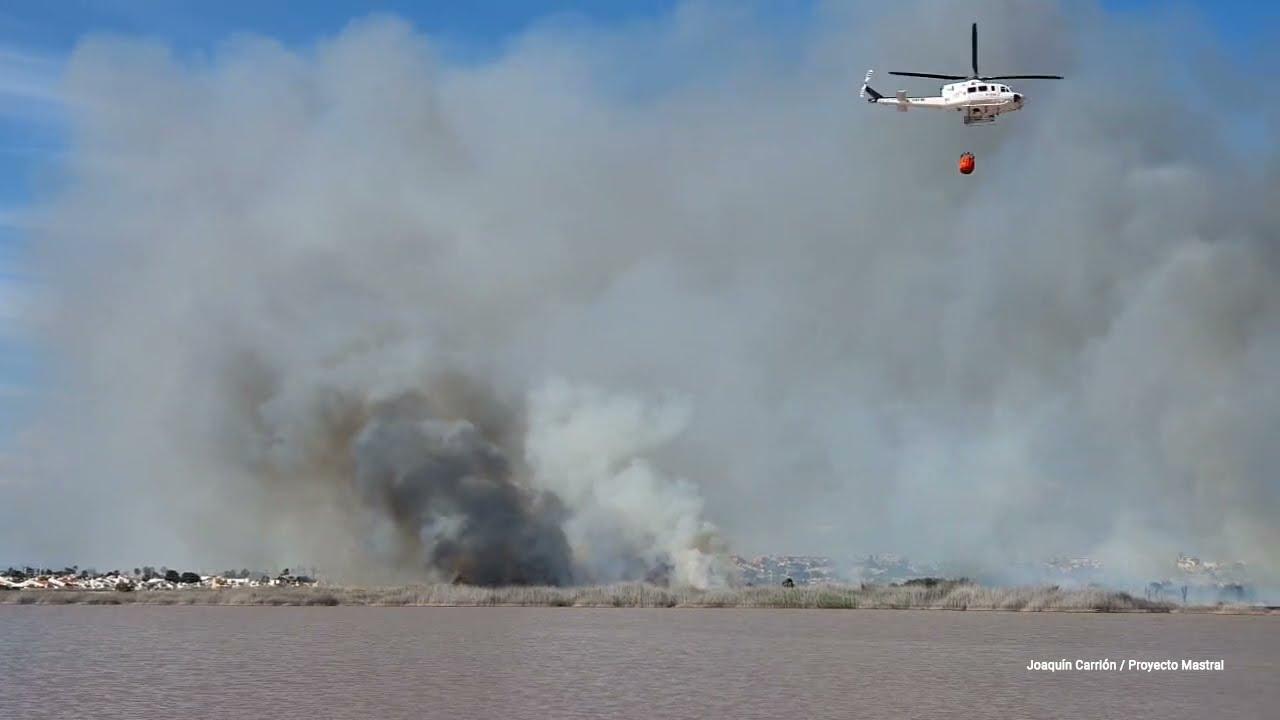 Incendio en el Parque Natural de las Lagunas de La Mata y Torrevieja