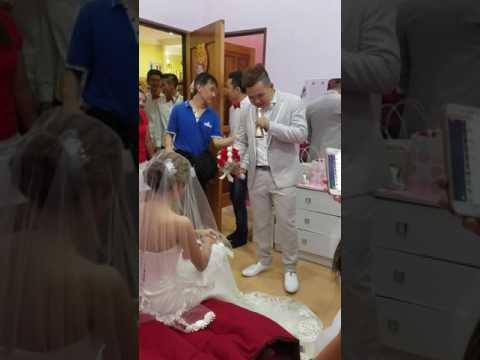 Chinese wedding in Malaysia... how Romantic :)