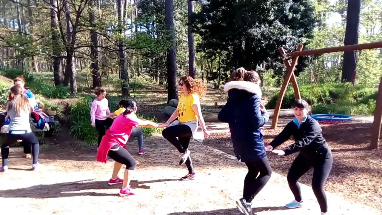 Actividad física para Mujeres, Clase al aire libre - YouTube