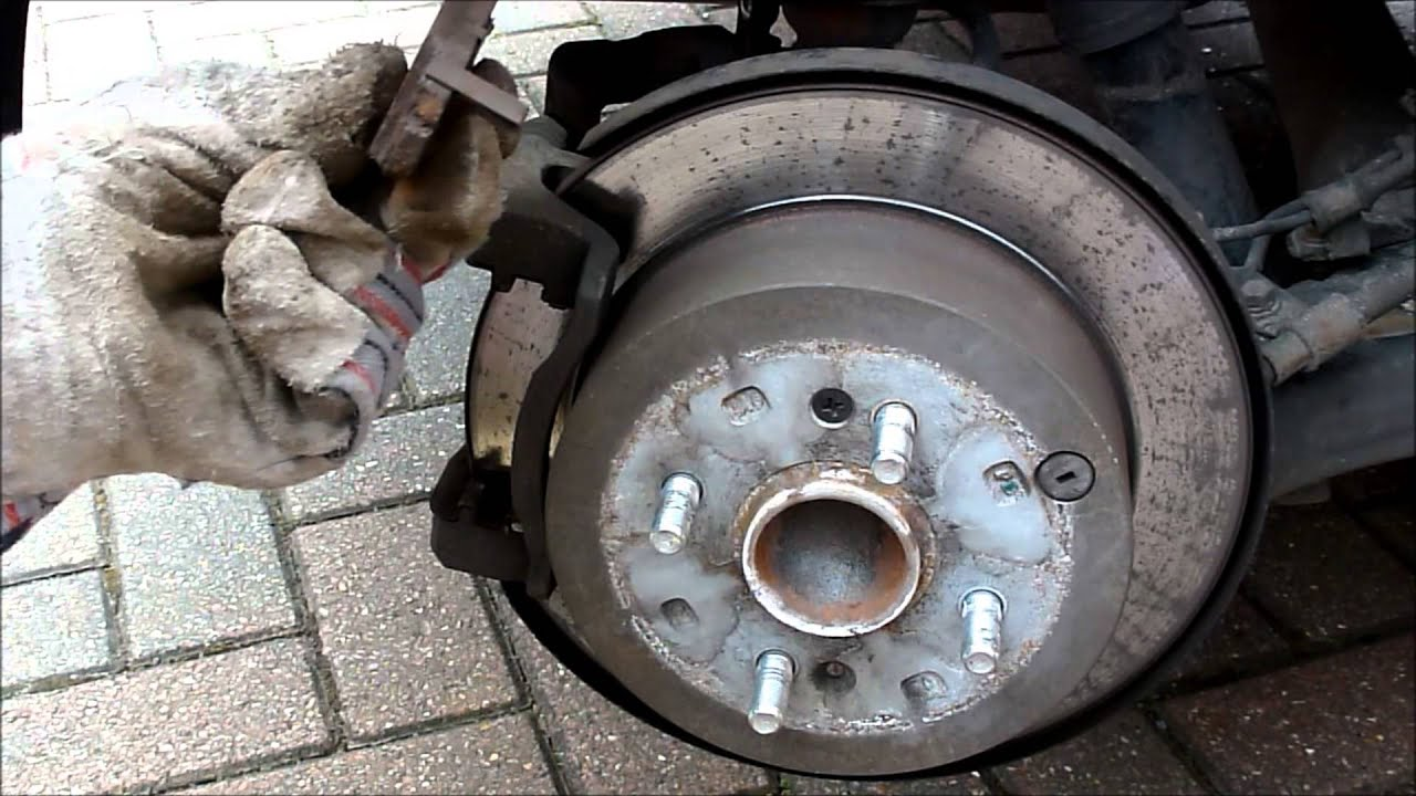 How To Change Hyundai I20 Rear Brake Pads Youtube