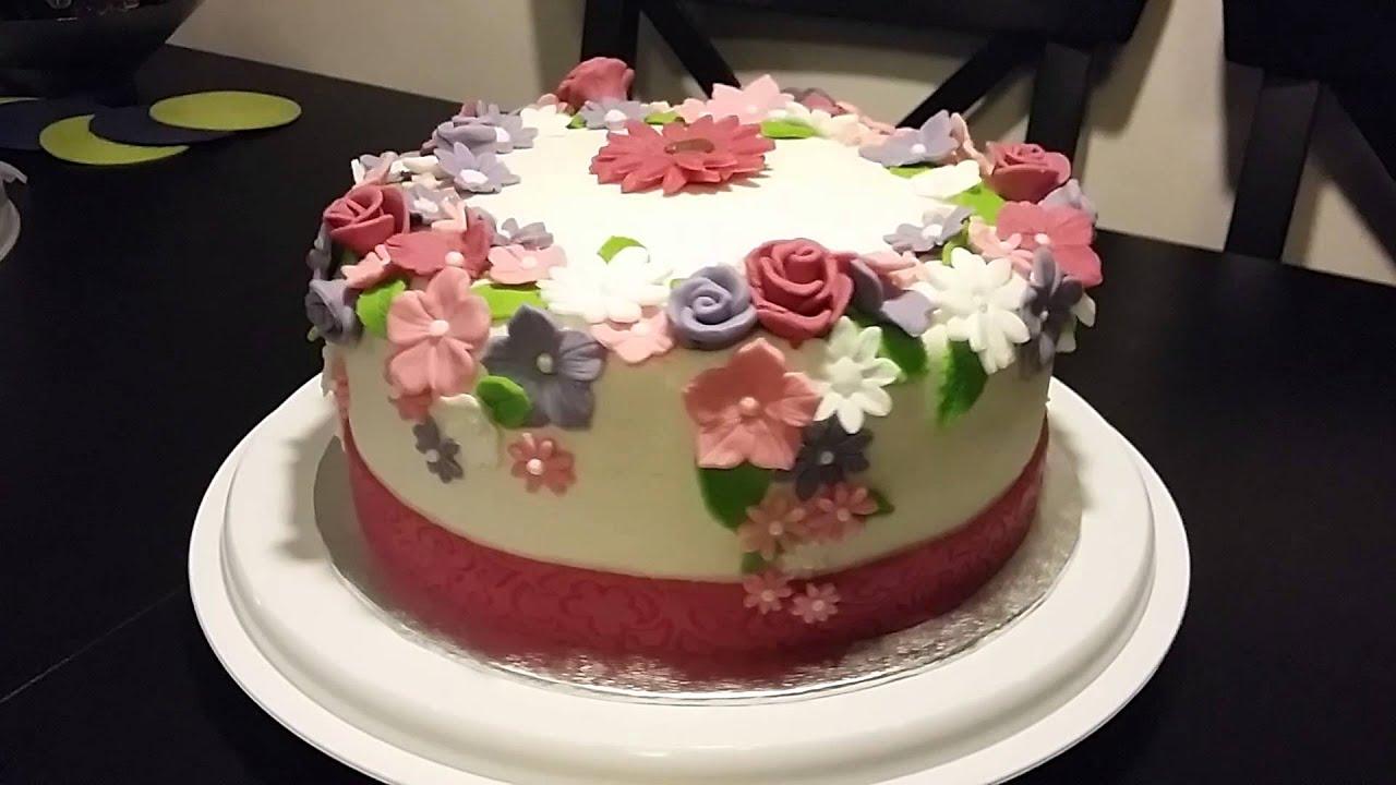marsepeinen taart Marsepein taart met fondant bloemen.   YouTube marsepeinen taart