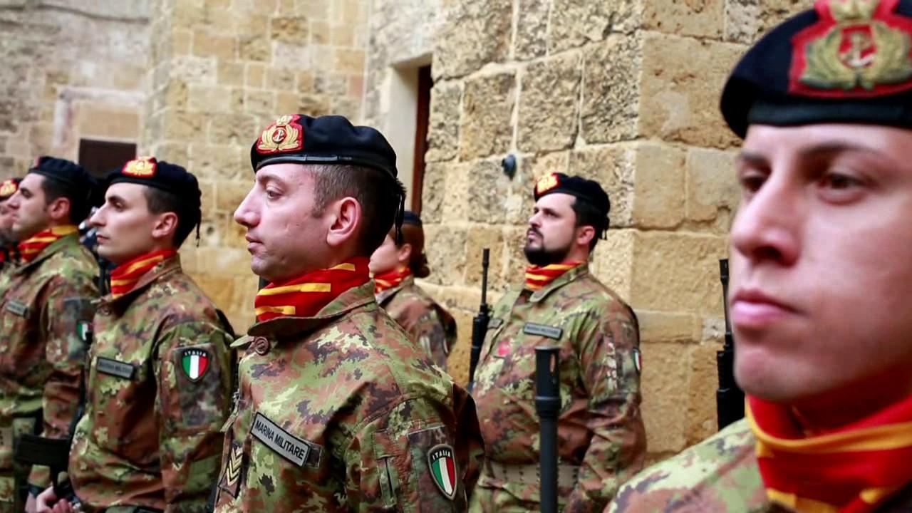 156 esimo della fanteria di marina S Marco - YouTube f56d4ef9d4c5