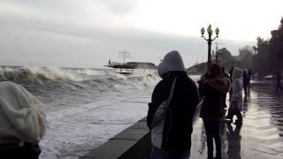 шторм в Ялте  27 января 2012(, 2012-02-10T15:35:42.000Z)