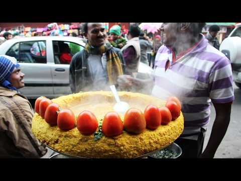 Indian Street Food in Kolkata  - GHUGNI CHAAT (Yellow Peas with Indian Spices)